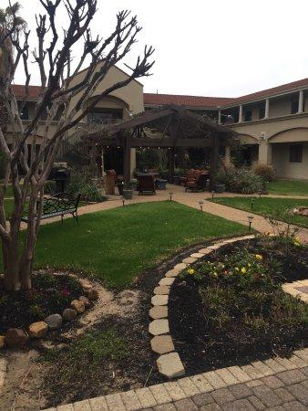 Vineyard Court Designer Suites Hotel: photo1.jpg