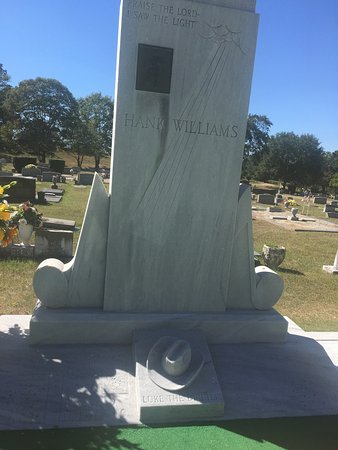 Hank Williams Memorial - Oakwood Annex Cemetery: photo6.jpg