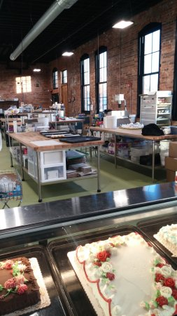 Peoria, IL: Inside the bakery
