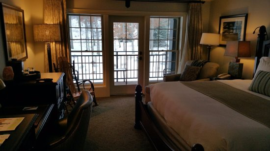 The Lodge at Woodloch : Deluxe King Room