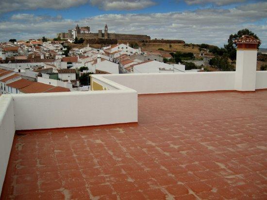 Mourao, Portugal: Dakterras met uitzicht