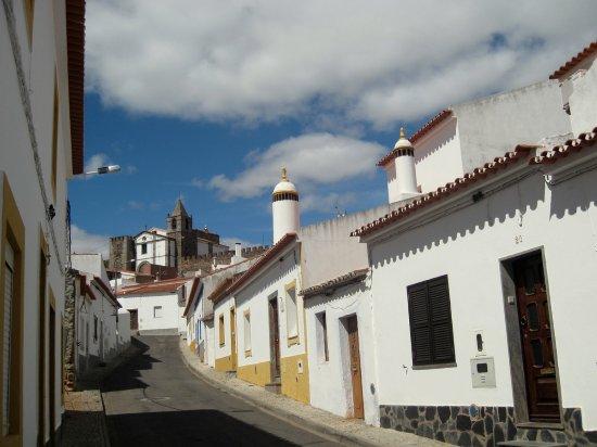 Mourao, Portugal: Van het hotel naar de burcht