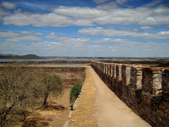 Mourao, Portugal: Uitzicht vanaf de burcht