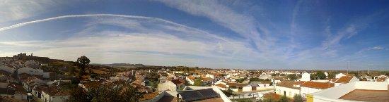 Mourao, Portugal: Uitzicht vanaf het dakterras