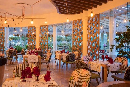 Grand Palladium Kantenah Resort and Spa: La Lola Restaurant