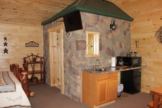 7 C's Lodging: Cabin 12 - part of a duplex cabin