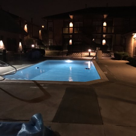 Dublin, OH: Outdoor heated pool. Open year round!