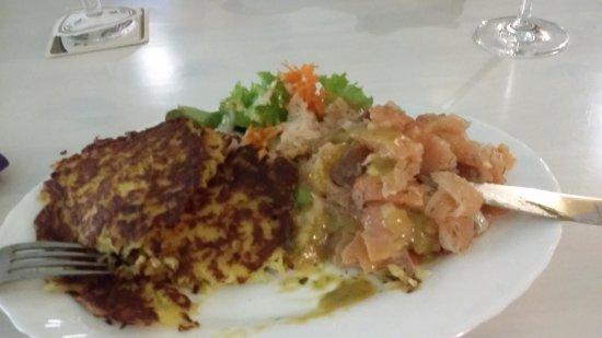 Benz, Tyskland: Reibeplätzchen mit Lachstatar