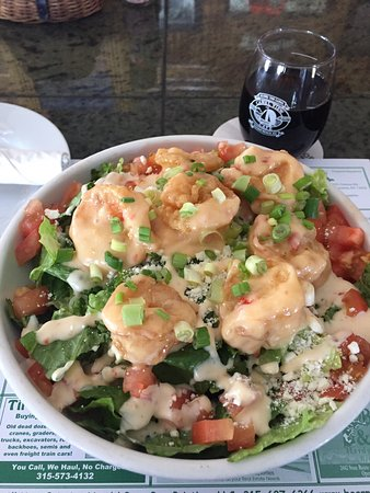 Sylvan Beach, Nova York: Absolutely amazing ... Bam bam shrimp salad ....I added feta .... sooooooo goood ....with a glas