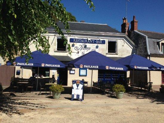 Saint-Etienne-de-Chigny, France: 1ere terrasse à l'avant de votre restaurant