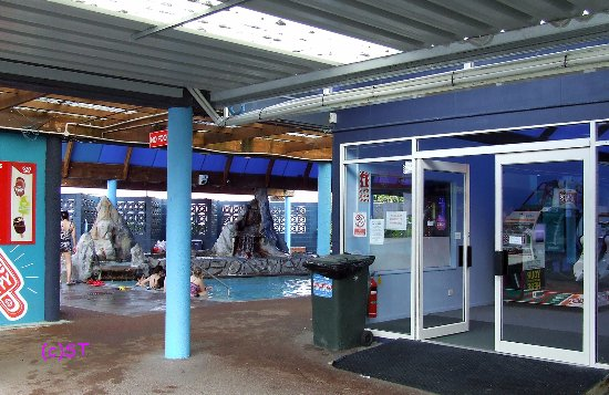 Waiwera, New Zealand: Movie pool and spa area