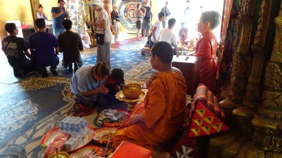 Vientiane, Laos: On demande protection.....