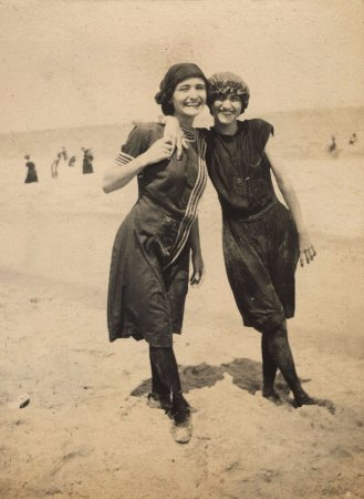 Wilmington, DE: Massey sisters on the beach, ca. 1919