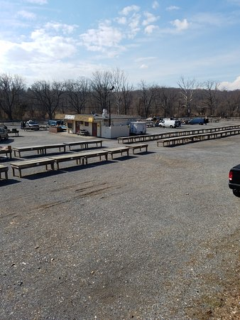 Lambertville, NJ: A quiet winter Wed. The do this Wed as two other flea markets are open Thurs.