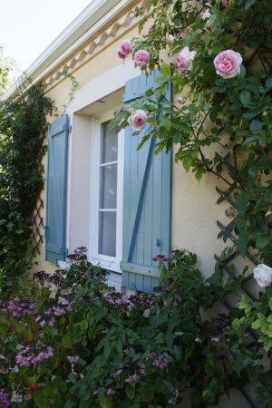 Lovely La Maison De La Sabliere: Jardin Devant La Fenêtre De La Chambre Bordeaux