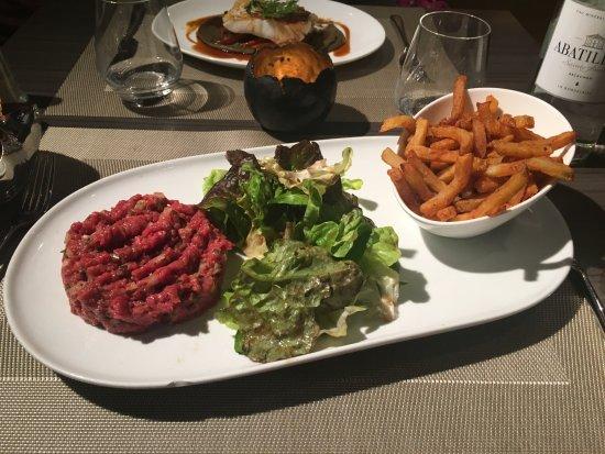 classique tartare de bœuf frites et mesclun picture of comptoir cuisine bordeaux tripadvisor