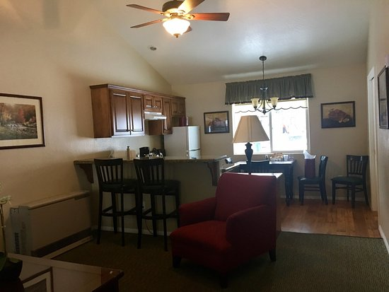 باي ميدوز ريزورت: Bay Meadows Resort room/cabin 106