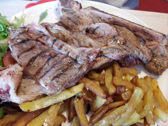 Lodève, France : boeuf basse côte 600 grs... frites maison