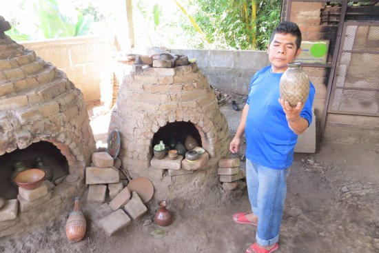 Departamento de Granada, Nicaragua: San Juan De Oriente - pottery demonstration