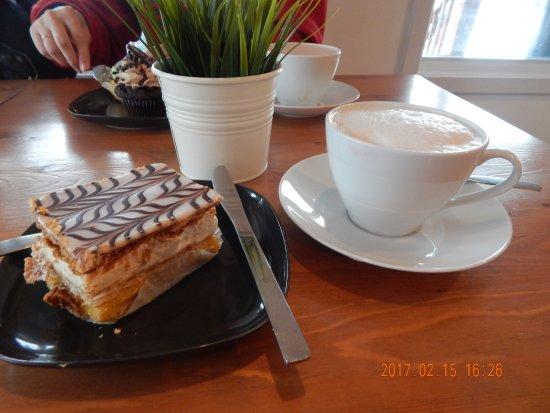 Beloeil, Canada: Mille feuille & Chai latté