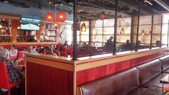Red Robin Gourmet Burgers: Booth U0026 Table Service