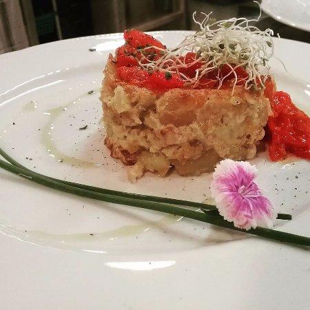 Capezzano Pianore, Italy: tortino di branzino con pomodorini caramellati