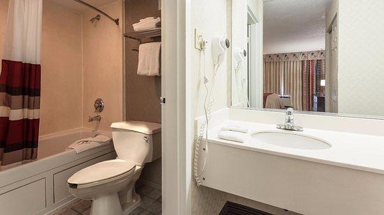 Red Roof Inn & Suites DeKalb