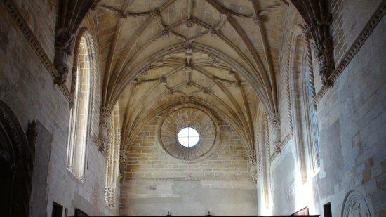 Tomar, Portugal: A enorme nave da igreja do Convento de Cristo