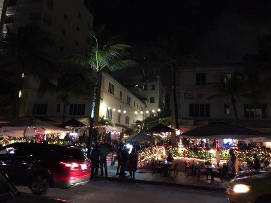 El Paseo Hotel: quartier animé de l'hôtel