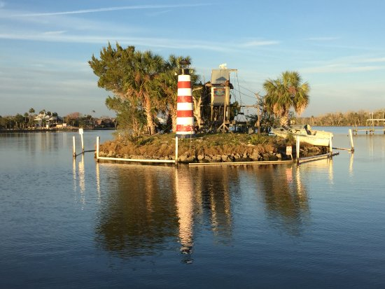 Homosassa Riverside Resort: Monkey Island. great views from the balcony.