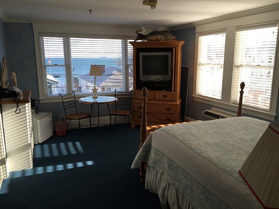 Winthrop, MA: 214 Nautical Queen Suite