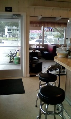 Hiouchi, CA: A view near the front counter.