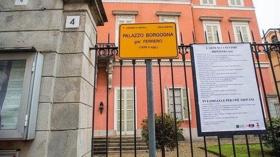 Museo Borgogna: Palazzo Borgogna