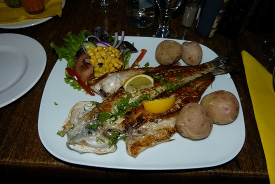 Mala, Spanien: Sea bass with Canarian potatoes and salad
