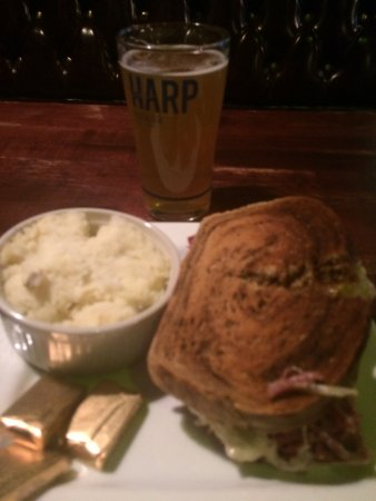 O'Riley & Conway's Irish Pub: You alo get a choice of several sides