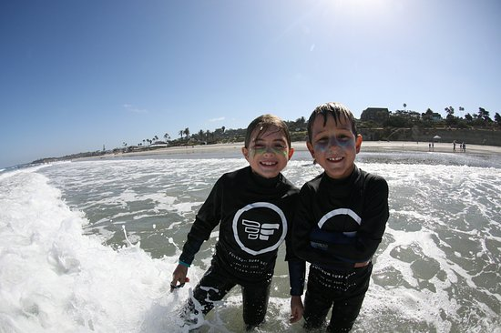 Del Mar, Kalifornien: Gorgeous Day at the beach for Summer Surf Camp! All the smiles :)