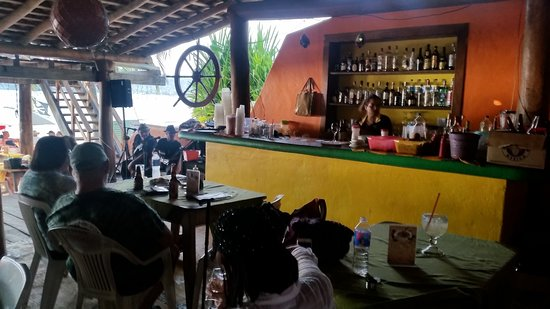 Playa la Ropa: the bar at El Pirata with musicians on the left