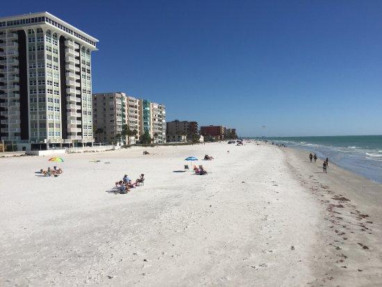 Potret Doubletree Beach Resort by Hilton Tampa Bay / North Redington Beach