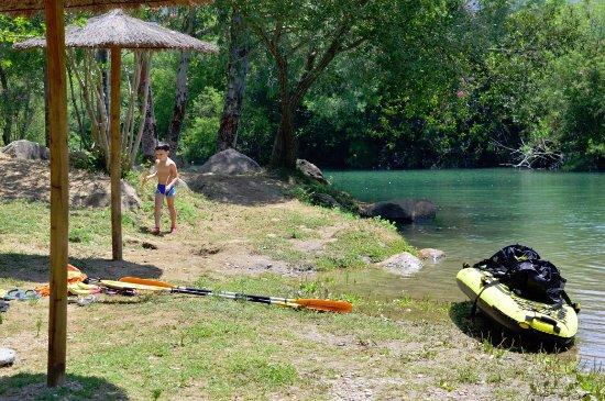 Gaucin, Spain: Playa de río Guadiaro que pasa por la casa