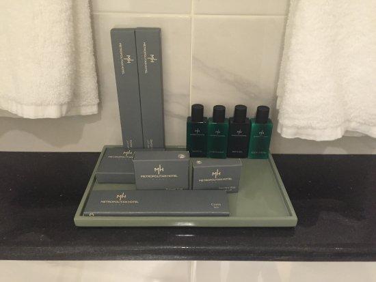metropolitan hotel dubai selection of bathroom accessories