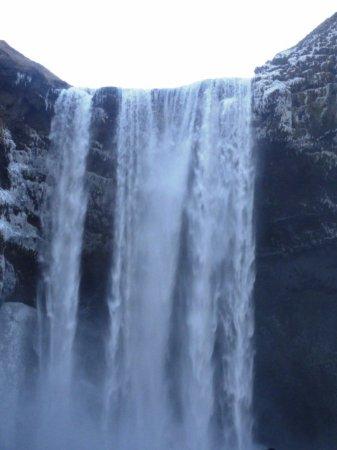 Hofn, ไอซ์แลนด์: cascade sur le chemin de retour