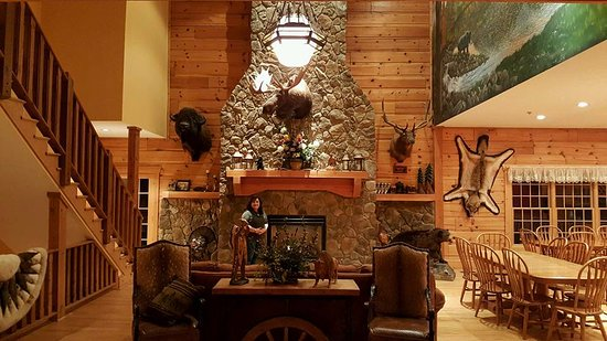 House Mountain Inn: Common area - nice gas fireplace