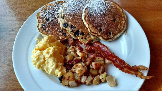 House Mountain Inn: Free breakfast, variety daily