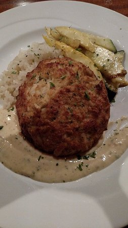 House Mountain Inn: Dinner option -Maryland crab cake, to die for!