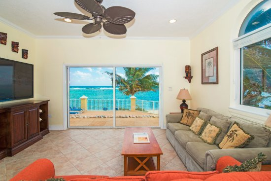 Bodden Town, Grand Cayman: Condo 6 Living Room View