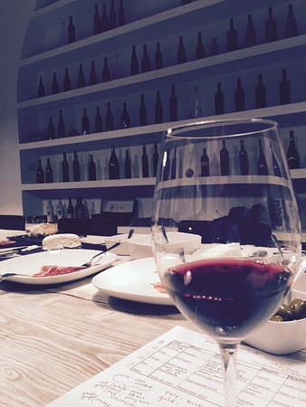Vino Roma: Red wine and note taking