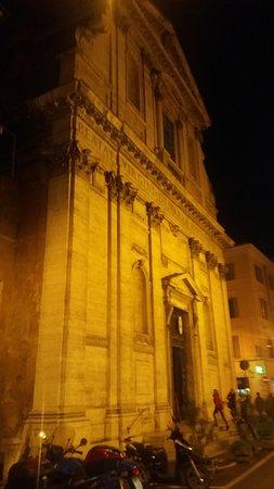 """Roma - """"Alle Carrette"""" : la vicina Chiesa della """"Madonna dei Monti"""" (facciata)."""