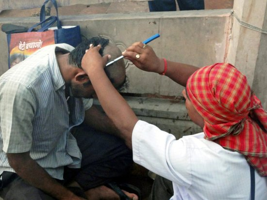 le coiffeur - Picture of Ganges River, Varanasi - TripAdvisor