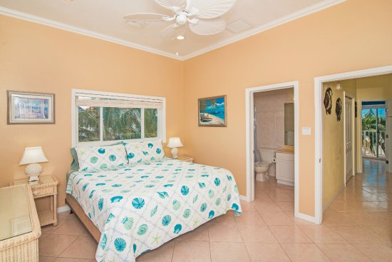 Bodden Town, Grand Cayman: Condo 6 - Master Bedroom