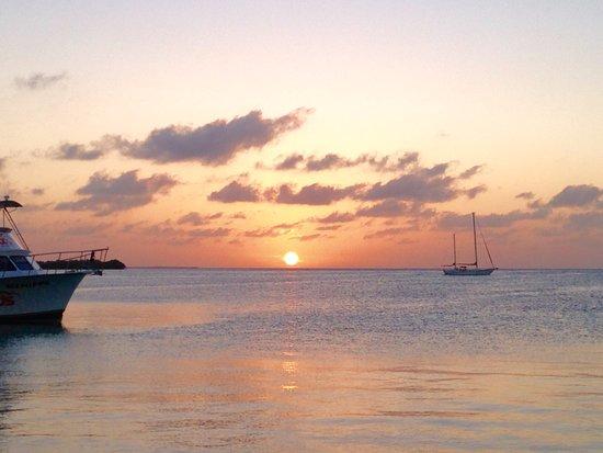 Iguana Reef Inn: Night #1 sunset